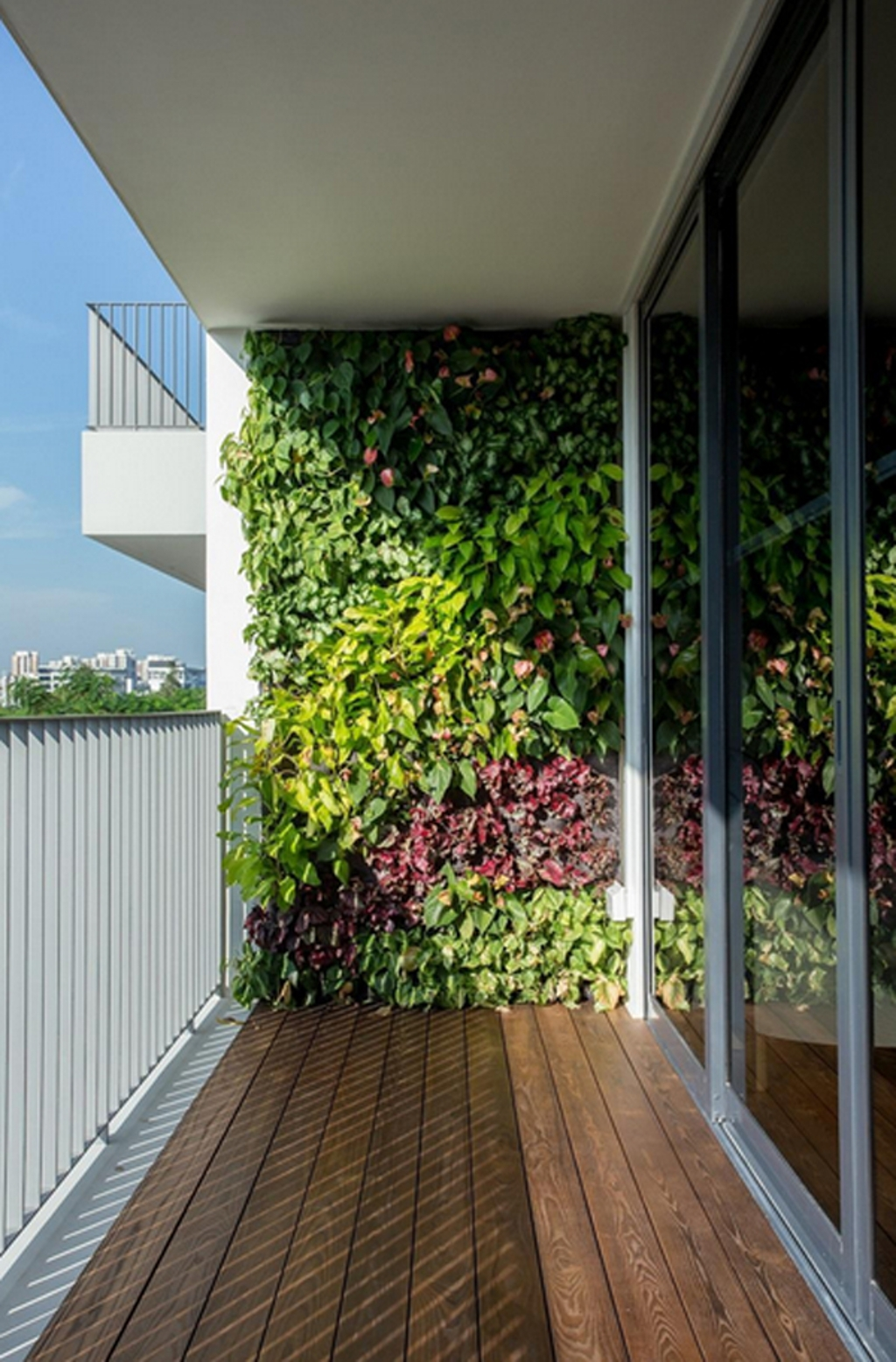vertical-garden-wall-in-balcony-20-fresh-and-modern-green-wall-to-your-interiors-green-interiors